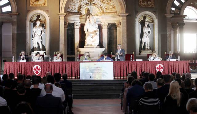 開会式のようす。本国の経産省やイタリアのファ > ッション業界を支える機関の代表や企業家らが出席<br/>©Pitti Immagine