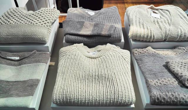 「knitbrary(ニットブレイリー)」。やわらかな着心地と、独特の色彩感覚で、タイムレスな魅力をはなつ