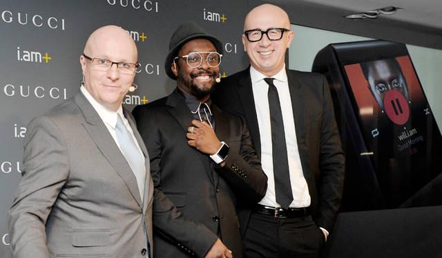 写真左から、グッチ タイムピーシズのプレジデント & CEOステファン・ランダー氏、世界的なミュージシャンのウィル・アイ・アム氏、グッチ プレジデント &  CEOマルコ・ビッザーリ氏