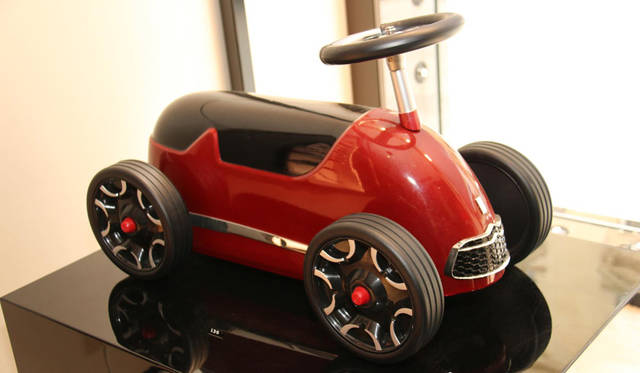 バゲーラ社製トーイカー。ステアリングのマテリアルはDS3と同じものを使用。130ユーロ(約1万8,000円)