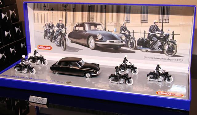 ミニアリュクス社によるオリジナルDSの大統領専用車ミニカー。159ユーロ(約2万2,000円)
