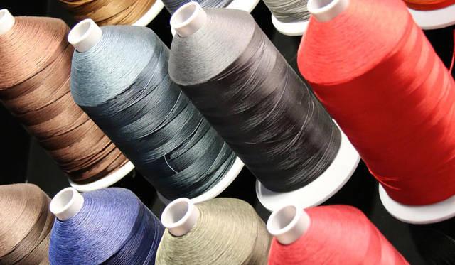 ステッチに用いられる糸の色もバリエーションに富んでいる