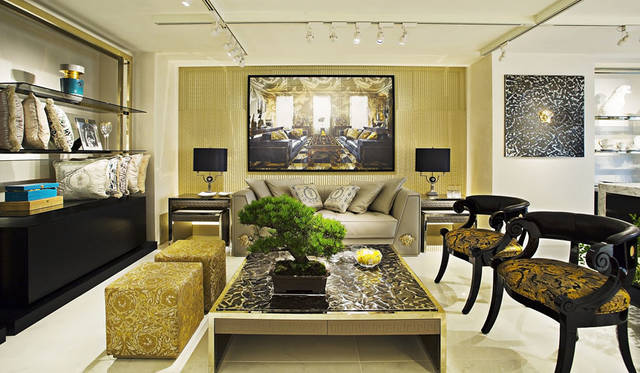 <strong>VERSACE ヴェルサーチ</strong><br />「VERSACE HOME 銀座店」1階