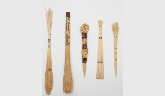 <strong>LIVING MOTIF|リビング・モティーフ</strong><br />「日本の道具 ~自然素材を生かしたものづくり~」 稲藁工房ふらここ舎 東明美(わら筆)