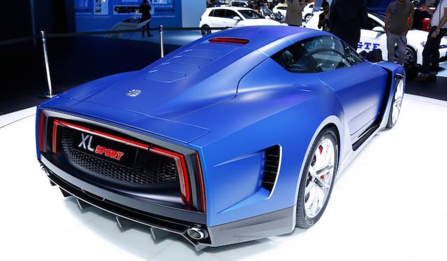 """軽油1リットルで100km以上を走るPHEVの""""リッターカー""""「XL1」をベースに、ドゥカティのエンジンを搭載しスポーツ仕様に仕上げた「XL スポーツ」"""