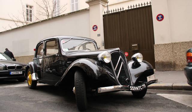 かつてシトロエンの研究所があったパリ15区にて。