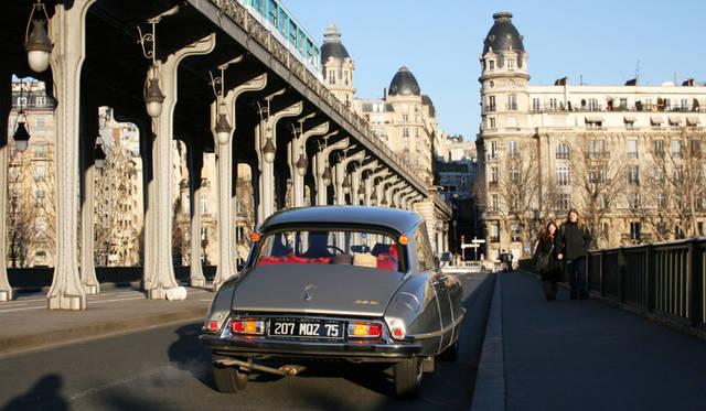 ディディエ氏のDS21。パリの高級住宅街パッシィ付近で。