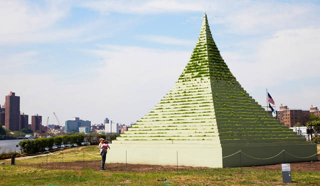 <strong>Summer Exhibitions at Socrates Sculpture Park</strong><br> 日程|5月17日(日)〜8月30日(日)<br> 時間|10:00〜日没<br> 入場料|無料<br> 会場|Socrates Sculpture Park<br /> 32-01 Vernon Boulevard, Long Island City, NY 11106, United States<br /> http://socratessculpturepark.org<br /> <br> Photographs by YANAGAWA Shino (New York)