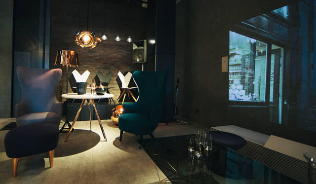 「TOM DIXON SHOP」に展示されたチェア。「Wingback Chair」「Y Chair Shell&White Sled Base」「Y Chair Shell&Black Sled Base」などが揃う