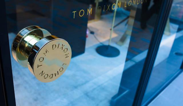 青山通りに面した「TOM DIXON SHOP」。2015年7月、日本初出店を果たした