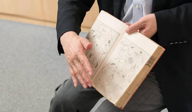 <strong>MITSUKOSHI 日本橋三越本店</strong><br />浦上満氏は江戸時代の天才絵師・葛飾北斎が「気の向くままに漫然と描いた絵」と呼んだ全15編・約4000図から成り立つ「北斎漫画」の世界一のコレクターとして有名
