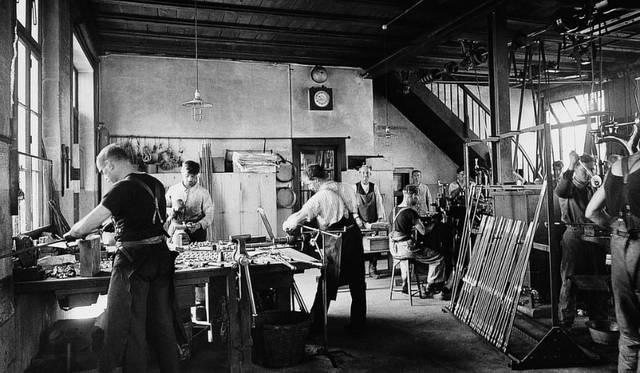 1920年頃、ミュンジンゲンにあった窓用金具製造工房