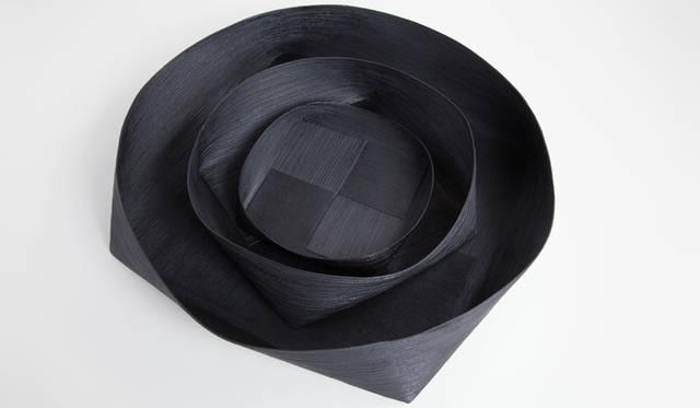 <strong>Cassina ixc.|カッシーナ・イクスシー</strong><br />和雑貨セレクション「Studio GALA」。紙こよりで成形し漆で塗装されたコレクション「KOYORI」などを展開する