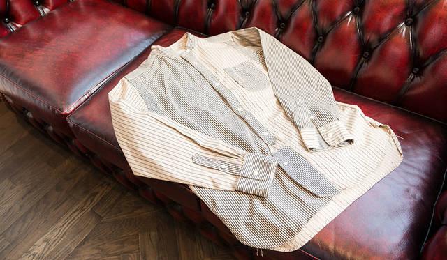 <strong>WORK NOT WORK|ワーク ノット ワーク</strong><br />馬場さんが「これ面白いね」と手に取ったのは、第一次世界大戦中の艦船に用いられた迷彩をヒントにした「ダズル迷彩」のシャツ
