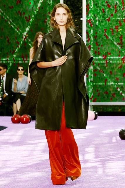 "<strong><a href=""/brand/dior"">Dior ディオール</a></strong> <br><br> <a href=""/gallery/1306249"" class=""link_underline"">2015年秋冬オートクチュールコレクション</a>"
