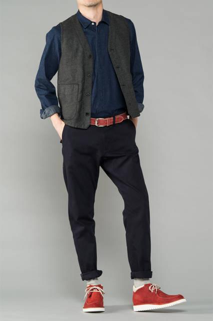 "<strong>MEN'S SPORT STYLE</strong><br /> 大切な家族や友人と過ごすウィークエンド。スタイリングに鮮やかな差し色を加えることで、見た目をアクティブな印象にスタイルアップ。 <br /> <a href=""/gallery/1321766/24"" class=""link_underline"">靴 1万9440円</a>"