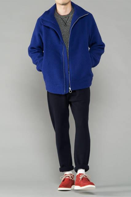 """<strong>MEN'S SPORT STYLE</strong><br />ジップアップブルゾンにスウェットシャツを合わせたアーバンカジュアル。ボトムの裾をロールアップすることで、スポーティなムードを強調する。 <br /> <a href=""""/gallery/1321766/24"""" class=""""link_underline"""">靴 1万9440円</a>"""