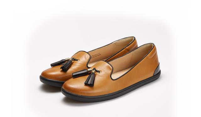 <strong>WOMEN'S</strong>/写真36と同じフォルムのモデルは、アッパーにレザーを使うことで印象が大きく変化。クラシックな表情を残したモダンな靴に仕上がっている。リーガルの専門店「REGAL SHOES」限定。1万5120円
