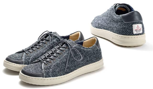 <strong>MEN'S</strong>/100年以上の歴史を誇る、英国の「ハリスツイード」を使った限定のスニーカー。あたたかみを感じさせる素朴な表情が新鮮で、かかとに施されたロゴがアクセント。靴のフォルムは、写真21や22のモデルと同じ。リーガルの専門店「REGAL SHOES」で、9月11日(金)から27日(日)の期間足数限定発売。1万9440円