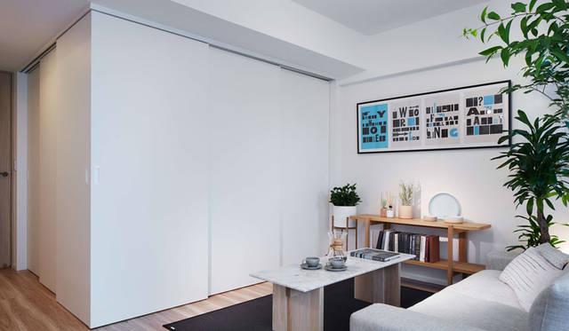 <strong>COSMOS INITIA|コスモスイニシア</strong><br />「イニシアクラウド二子玉川」 リビング・ダイニングと隣接する居室の間には、出し入れできるスライドウォールを設置
