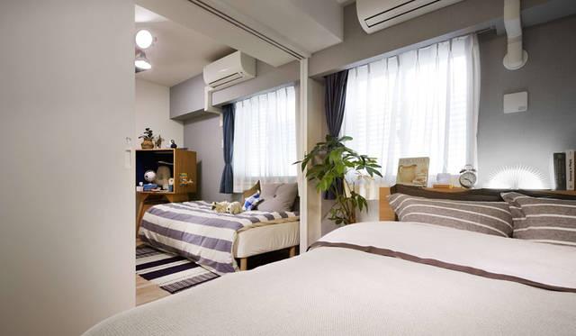 <strong>COSMOS INITIA|コスモスイニシア</strong><br />「イニシアクラウド二子玉川」 スライドウォールを開ければゆったりとした主寝室に、閉じれば個々の空間として使うことが可能