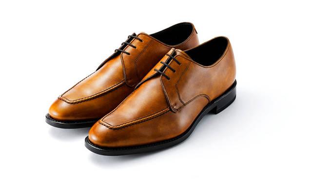 明るいブラウンのハンドフィニッシュは軽快な足元を演出。ロングノーズのUチップスタイルと相まって艶やかな雰囲気が漂っている。2万9160円