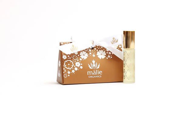 <strong>Malie Organics|マリエオーガニクス</strong><br />「Special Collection for Saeko」 ククイナッツオイルをベースに肌に優しいオイルをブレンド。指先に塗りこむネイルオイルとしても使用できる。「パフュームオイル」4536円