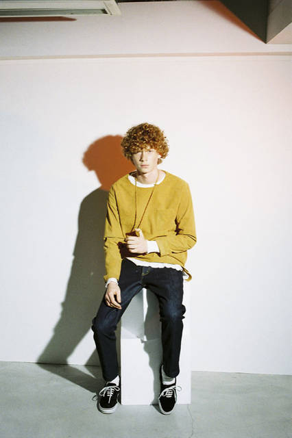 <strong>PORTVEL|ポートヴェル</strong><br /><strong>2015-16年 秋冬コレクション</strong> ULTRA SUEDE PULL OVER 3万2400円、WAFFLE CREW 1万7064円、4P DENIM PANTS 2万520円、ULTRA SUEDE NACKLACE 3240円