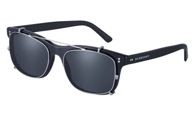 <strong>BURBERRY|バーバリー</strong><br />BURBERRY FW15 MEN'S EYEWEAR COLLECTION アイウェア 2万7000円、クリップオン 1万7280円