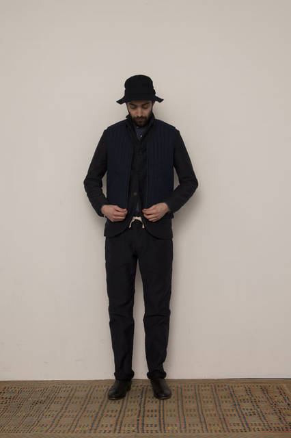 <strong>FUJITO|フジト</strong><br /><strong>2015-16年 秋冬コレクション</strong> Quilting Vest 3万1320円、3B Work Jacket 4万8600円、B.D Shirt 2万1600円、Fatigue Easy Pants 2万1600円、O/D Bush Hat 1万584円