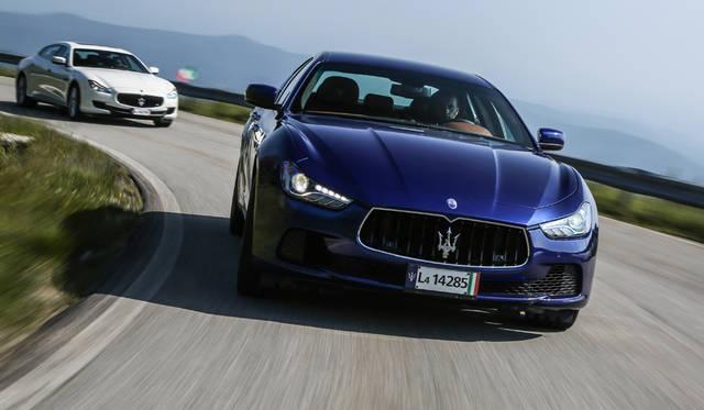 Maserati Quattroporte|マセラティ クアトロポルテ(奥)、Maserati Ghibli|マセラティ ギブリ(手前)