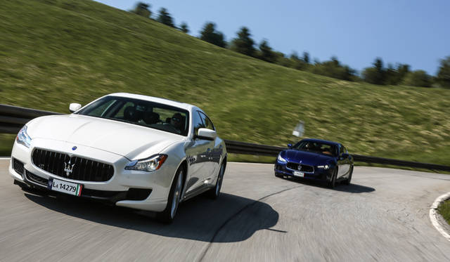 Maserati Quattroporte|マセラティ クアトロポルテ(手前)、Maserati Ghibli|マセラティ ギブリ(奥)