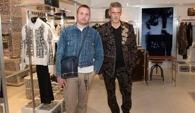 (左より)ルイ・ヴィトン メンズアーティスティック・ディレクター のキム・ジョーンズ、スタイリストのジュディ・ブレイム