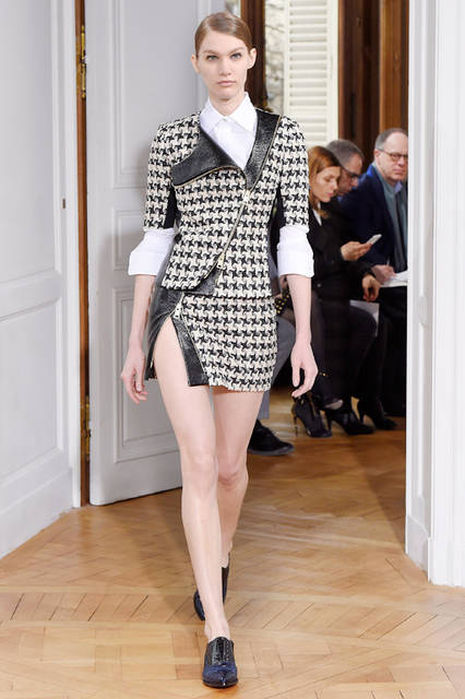 "<strong>BOUCHRA JARRAR|ブシュラ・ジャラール</strong> <br><br> <a href=""/series-tag/2015-fall-haute-couture-collection"" class=""link_underline"">2015-16年秋冬オートクチュールコレクション</a>"