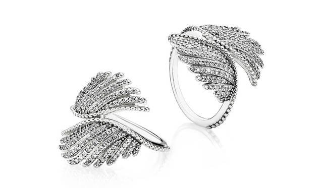 <strong>PANDORA|パンドラ</strong><br />「PANDORA Autumn collection 2015」 リング「Phoenix feather silver ring with clear cubic zirconia」1万7280円