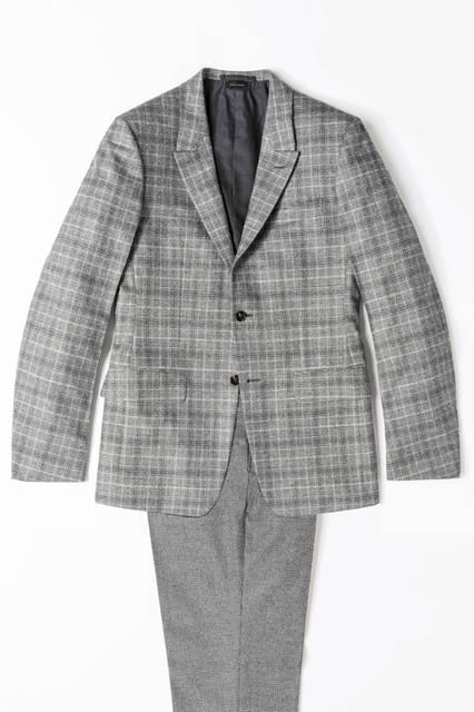 グレンチェックのウールジャケットに、ハウンドトゥース柄のパンツを合わせたブロークンスーツ。46万4400円、パンツ17万2800円/エルメネジルド ゼニア