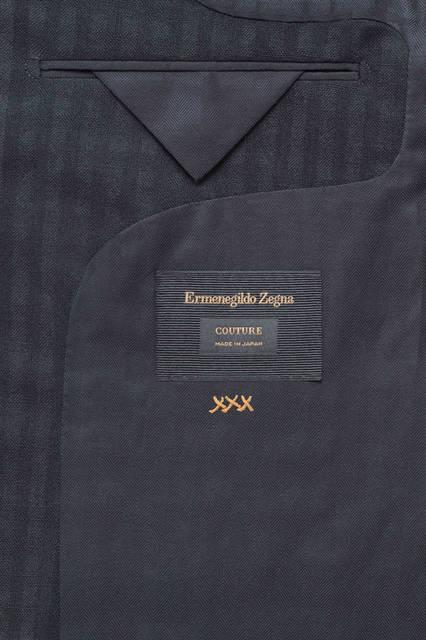 ジャケットの内ポケットの部分に刻まれる「XXX(トリプルエックス)」はエルメネジルド ゼニア クチュールのアイコン