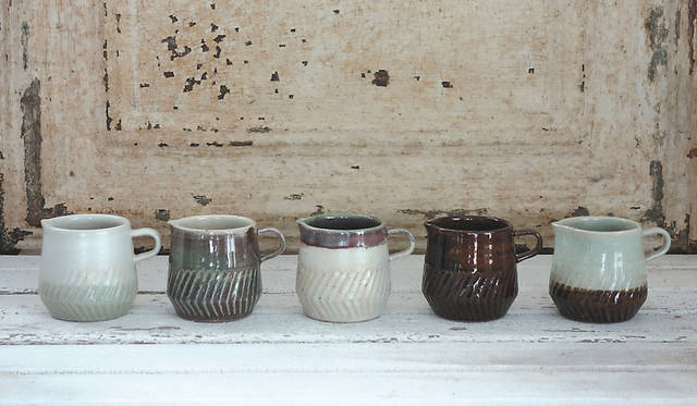 <strong>MISHIM POTTERY CREATION|ミシン ポタリー クリエーション</strong><br />milk pitcher 2800円(税抜)
