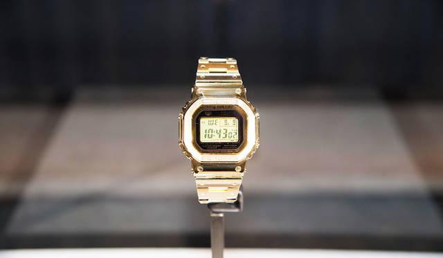 NYでお披露目された世界で1本しかないDW-5600ゴールド仕様。ベルト部分ももちろんゴールド