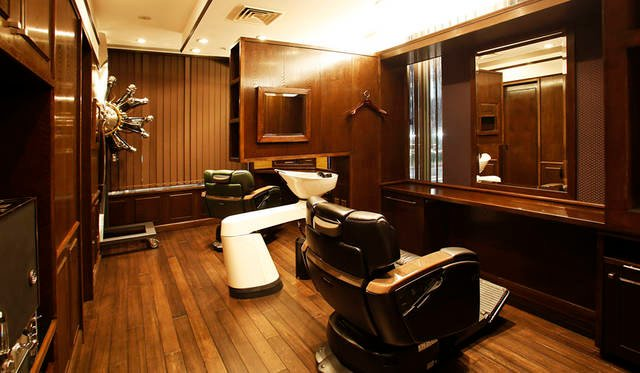 <strong>THE BARBER|ザ・バーバー</strong><br />THE BARBER ソニービル店