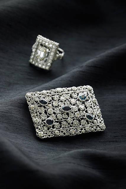 大詩人ダヌンツィオに「金細工の魔術師」と讃えられたジュエラーとしても知られるフェデリーコ・ブチェラッティ。宝石の台座を細工するのではなく、オブジェを作るように考え、全体としての美しさをイメージして石と組み合わせて作られている