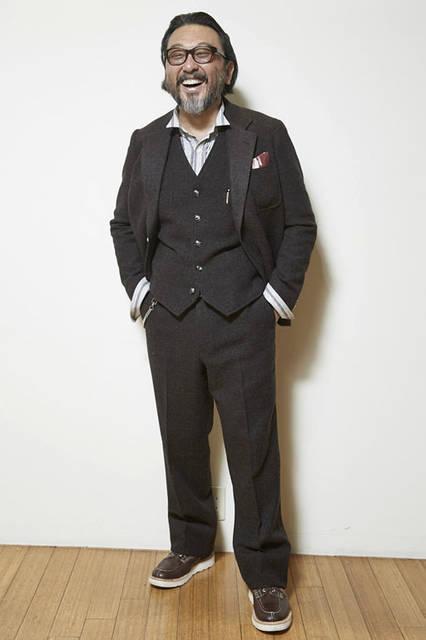 <strong>TAKEO KIKUCHI|タケオキクチ</strong><br />「The Stylist Japan × TAKEO KIKUCHI」スリーピース ジャケット7万2360円、ベスト3万6720円、パンツ3万1320円