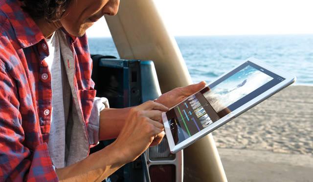 12.9インチの大画面は扱いやすく、屋外でも画面のハレーションを抑え、操作しやすい