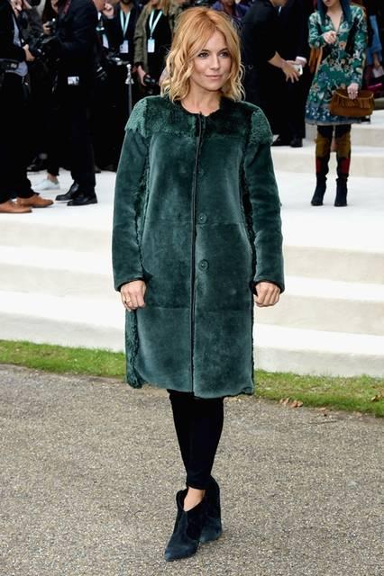 <strong>Sienna Miller|シエナ・ミラー</strong><br /><br /> バーバリー プローサムのショー会場・ロンドン