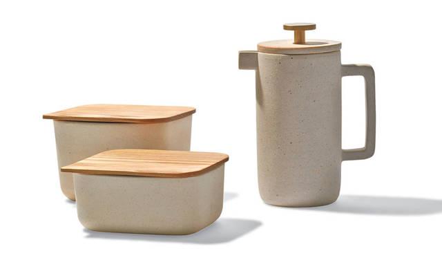 「SLOW HOUSE(スローハウス)二子玉川」 「Ouur キッチンツール」 日本の六古窯のひとつ、信楽で焼かれた小品。たたずまいからは、わびさびを感じとることができる。「Ouur Container」(小)3996円、(大)4752円、「Ouur Coffee Press」1万4040円