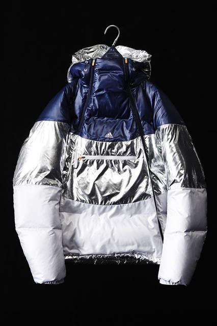 <strong>adidas|アディダス</strong><br />「adidas by kolor(アディダス バイ カラー)」2015-16年秋冬コレクション 「DOWN JKT」7万5060円