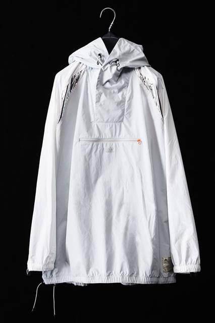 <strong>adidas|アディダス</strong><br />「adidas by kolor(アディダス バイ カラー)」2015-16年秋冬コレクション 「ANORAK JKT」3万8340円