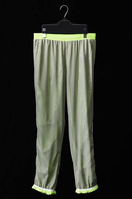 <strong>adidas|アディダス</strong><br />「adidas by kolor(アディダス バイ カラー)」2015-16年秋冬コレクション 「LONG PANTS」2万1600円