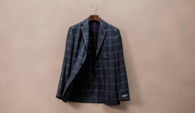 belvest(ベルヴェスト)の50周年を記念したネイビーオーバーペンチェックのカシミヤジャケット 。ジャケット43万9560円(ジャケットリクワイヤード)