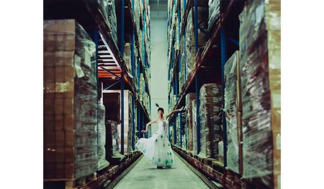 曹斐(ツァオ フェイ) 「自分の未来は夢にあらず 02」 2006 年/120 x 150 cm/C プリント © Cao Fei / Deutsche Bank Collection